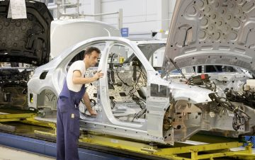 Montage der neuen S-Klasse im Mercedes-Benz Werk Sindelfingen.Assembly of the new S-Class at the Mercedes-Benz Sindelfingen Plant.